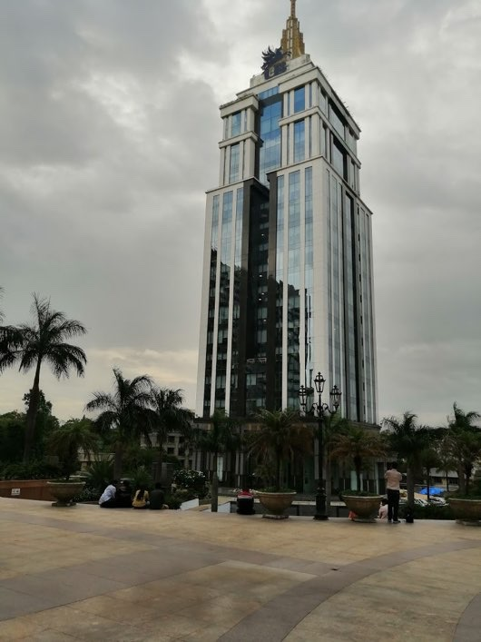 UB-city-mall-in-Bangalore-tower