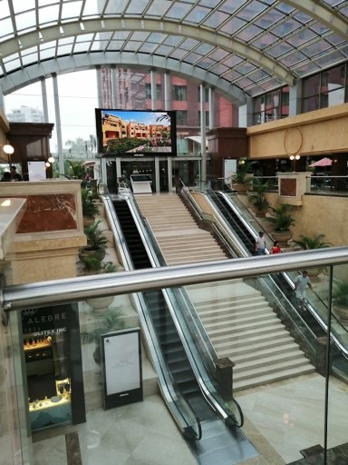 Discovering-UB-city-mall-in-Bangalore-hallway