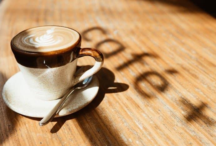 Caffeine-in-coffee-versus-tea