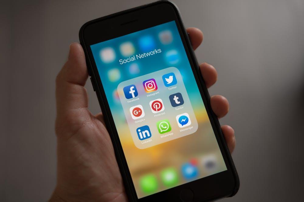 Shocking-social-media-addiction-facts